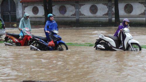 """Facebook đưa tin """" Hà Nội ngập nước nhiều tuyến đường"""""""