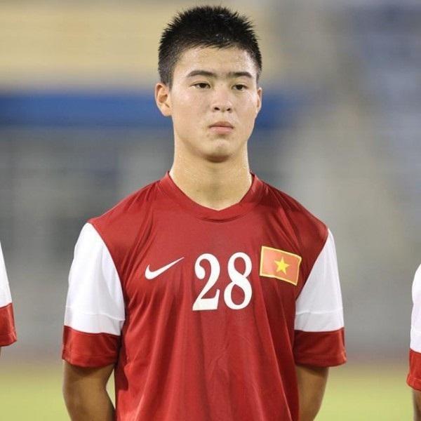 Hiện tại Duy Mạnh đang là cầu thủ bóng đá chuyên nghiệp thi đấu ở vị trí tiền vệ
